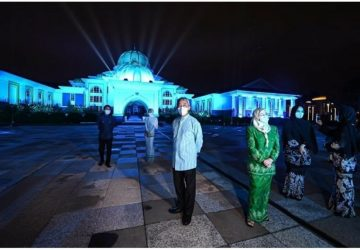 Istana Negara joins 'Light it Blue' solidarity campaign to honour Covid-19 frontliners