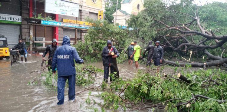 Powerful cyclone buffets southern India pushing tens of thousands into shelters