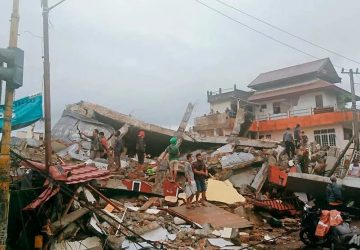 7 dead, hundreds injured after massive quake in Indonesia's Sulawesi